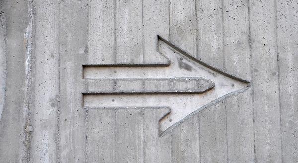 seta para a direita simbolizando definição de hierarquia